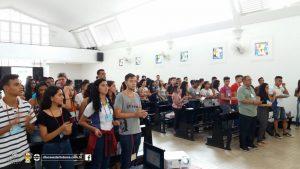 Cerca de 100 jovens estudantes estão reunidos no Colégio AFI para encontro de formação