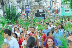Procissão e celebração de Ramos reúne multidão de fiéis no centro de Itabuna