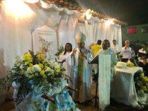 Primeira festa da Comunidade de São Miguel Arcanjo no Condomínio Jubiabá e Gabriela de Ferradas