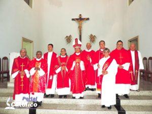 Missa celebra aniversários de ordenação dos diáconos permanentes da Diocese de Itabuna